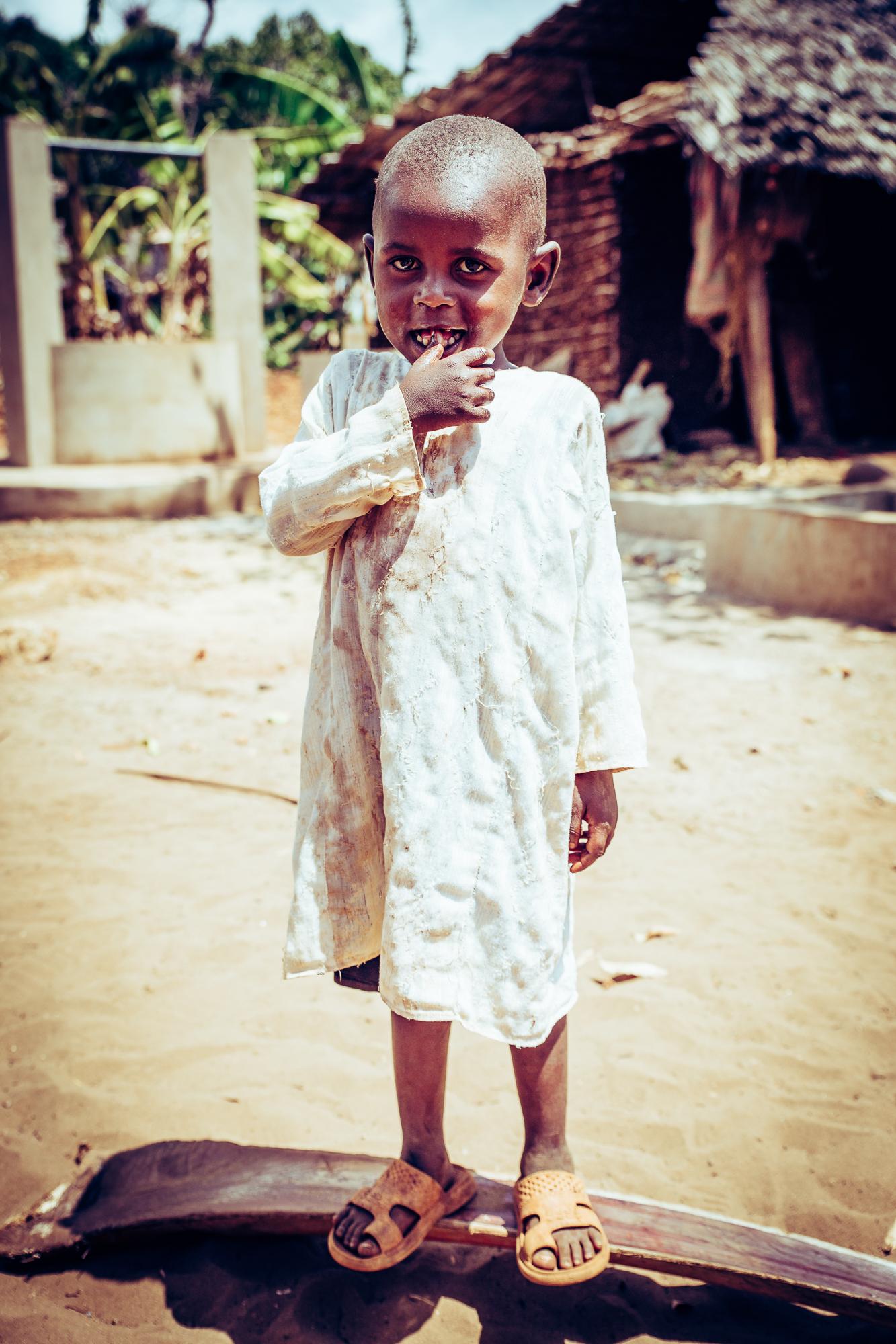 kind weißes hemd kenia