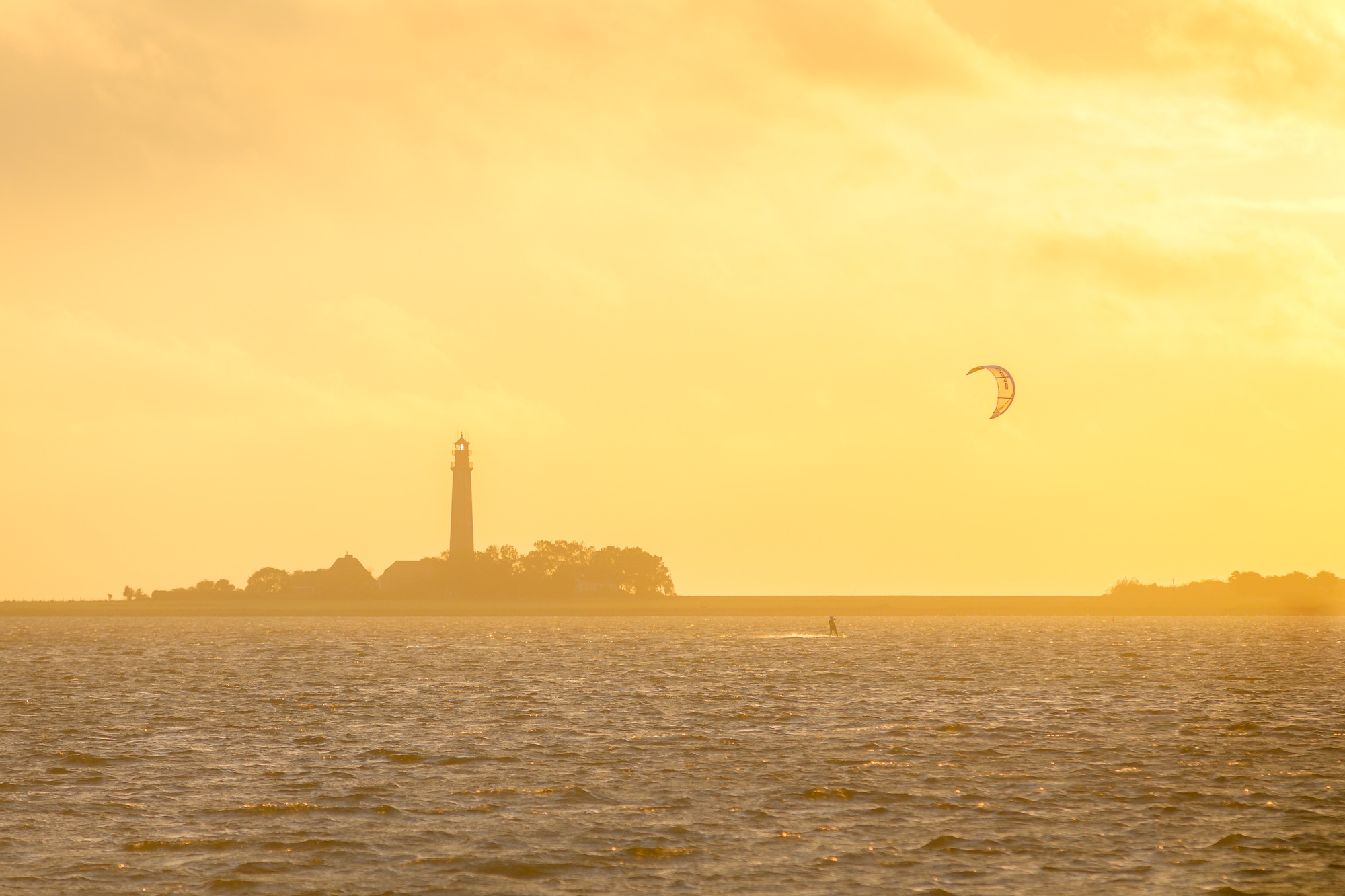 Kitesurfer Flügge Leuchtturm