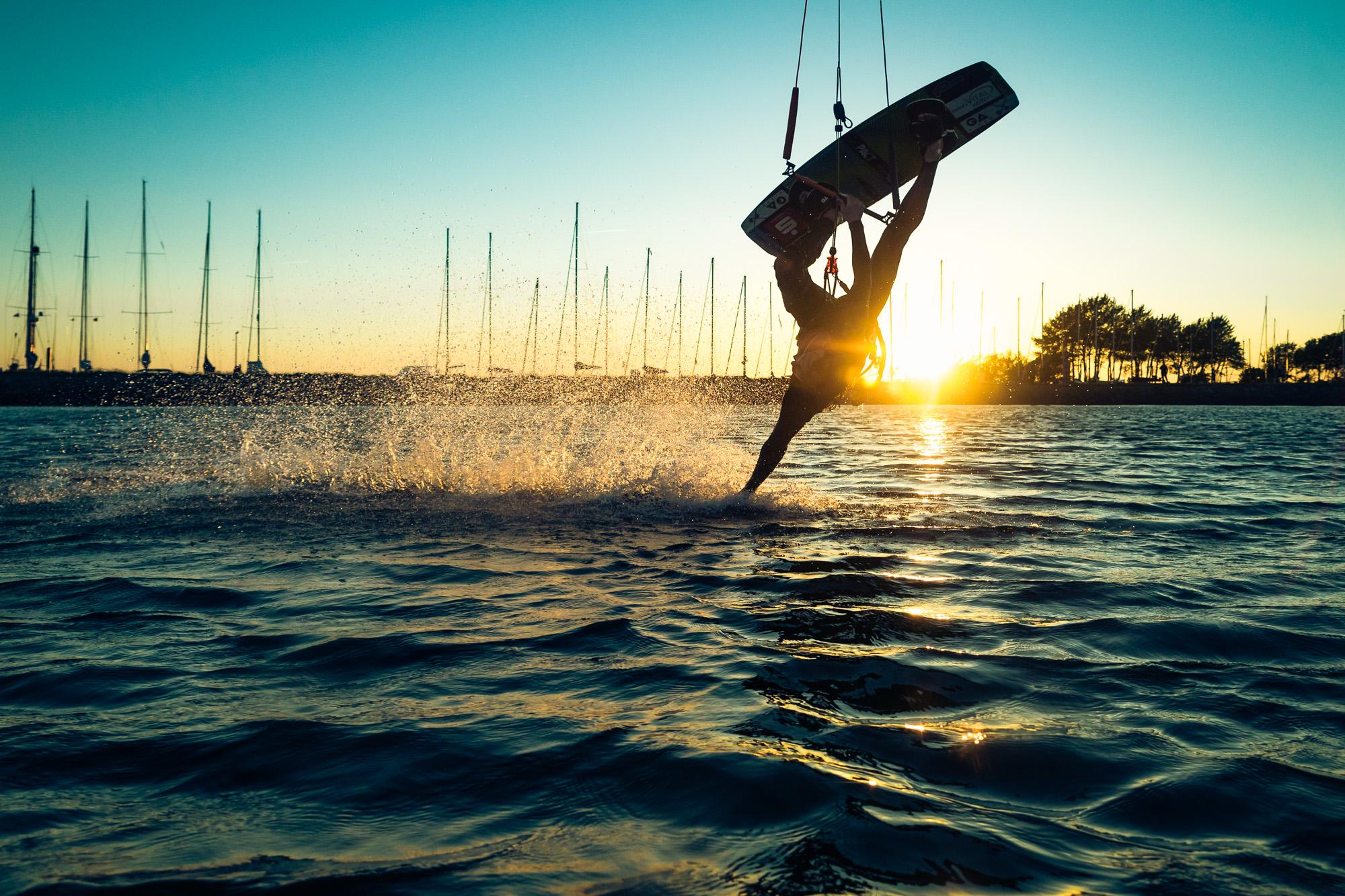 Kitesurfer Sonnenuntergang