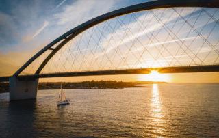 Fehmarnsundbrücke bei Sonnenaufgang
